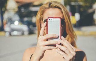 Jak dbać o smartfon latem?