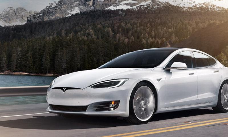 Tesla S - 123 000 modeli wraca do serwisu