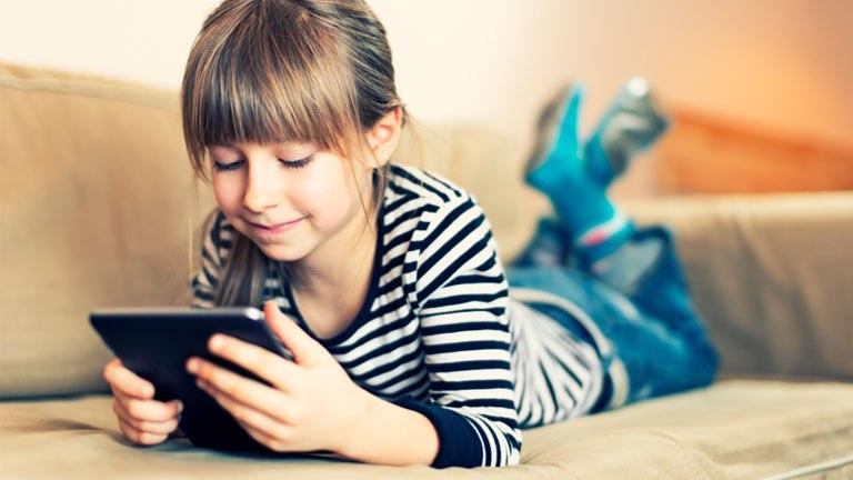 tablet na komunię dla dziewczynki - czy warto?