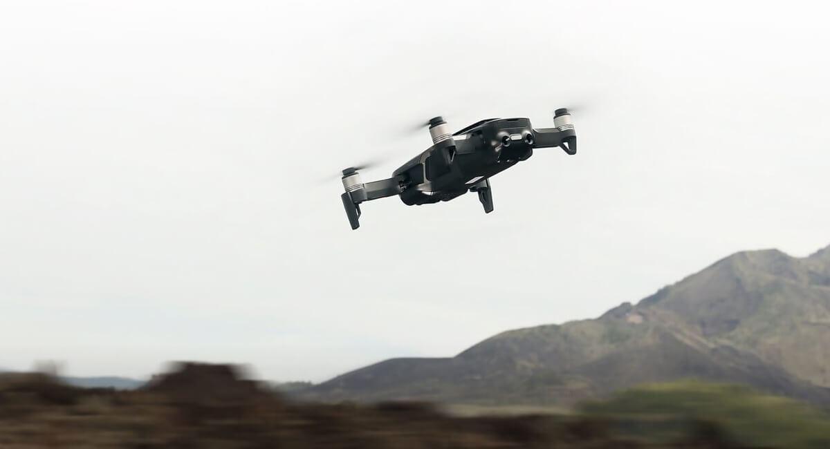 Dron DJI Mavic wpowietrzu